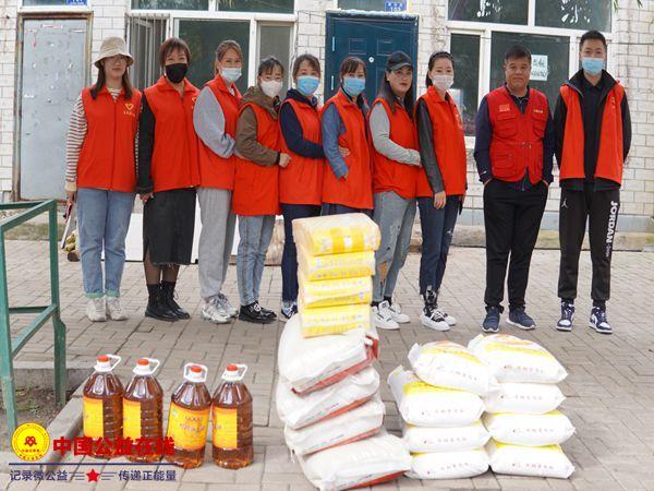 克东县志愿者协会走访慰问贫困户 真情服务暖人心
