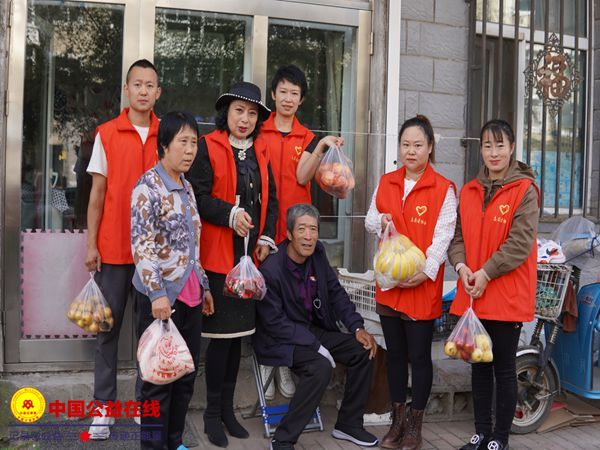 """克东县志愿者协会开展""""月圆中秋,你我同行,关爱贫困""""慰问活动"""
