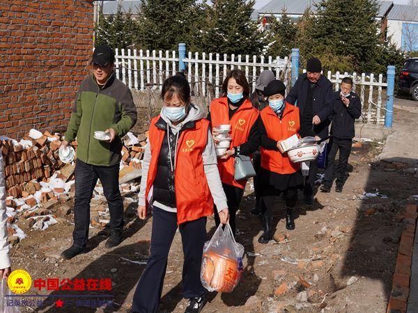 克东县志愿者协会开展 爱在金秋情暖人间公益活动