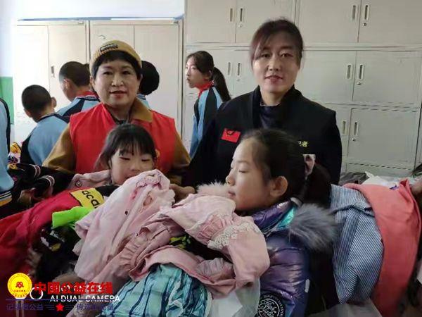 克东县志愿者协会为第三小学送温暖 捐赠活动